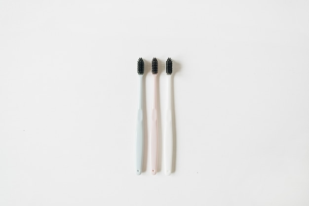 Escovas de dente para higiene bucal em branco