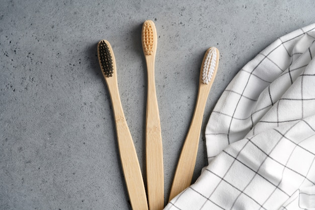 Escovas de dentes ecológicas de bambu