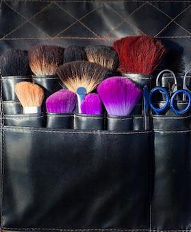 Escovas, tesouras, e, ferramentas, de, maquilagem, em, pretas