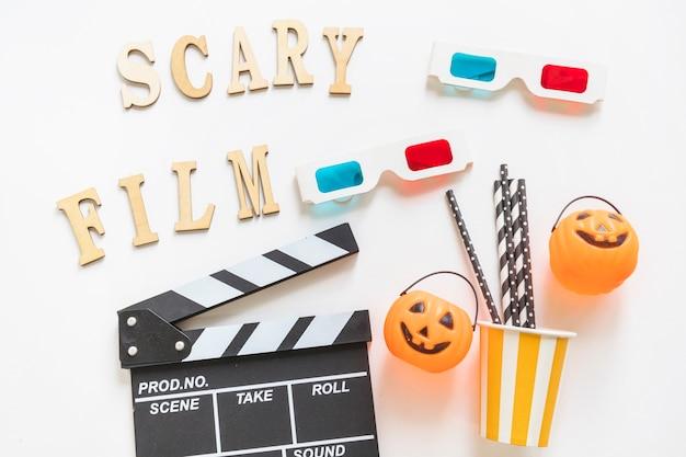 Escrevendo perto de cinematografia e suprimentos de halloween