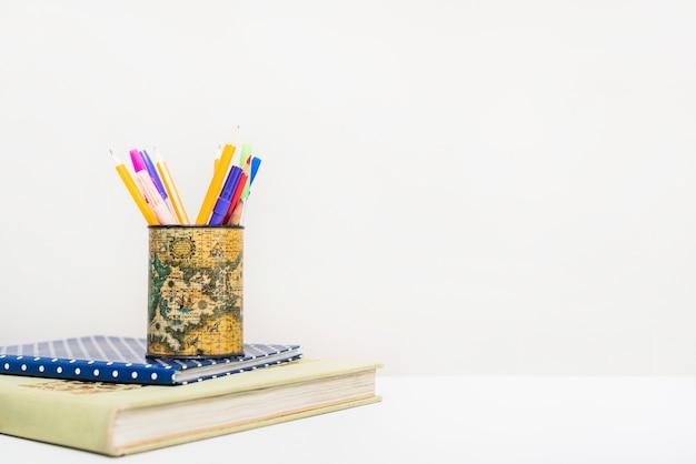 Escrevendo suprimentos em notebooks