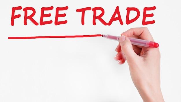 Escrita à mão para inscrição de livre comércio com marcador de cor vermelha