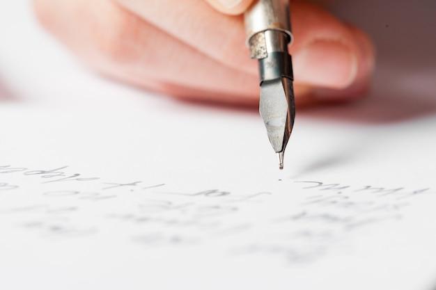 Escrita antiga de caneta-tinteiro