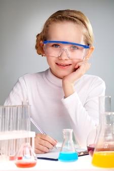 Escrita da menina os resultados da pesquisa bioquímica