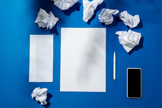 Escritório criativo e acolhedor no local de trabalho em casa