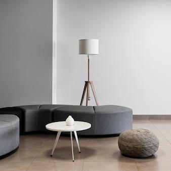 Escritório minimalista com sala vazia