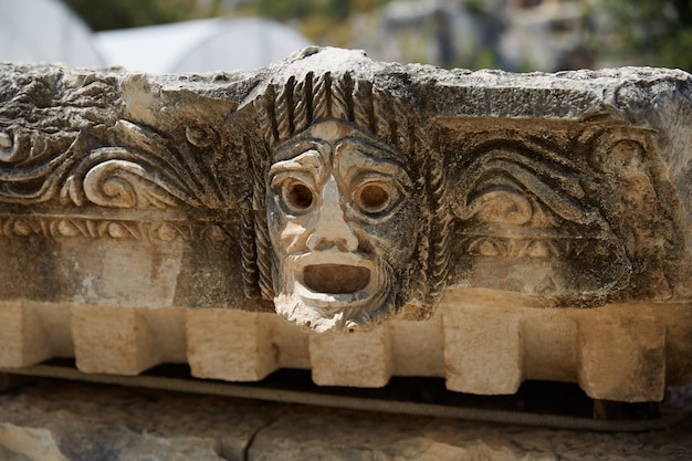 Escultura antiga de um anfiteatro