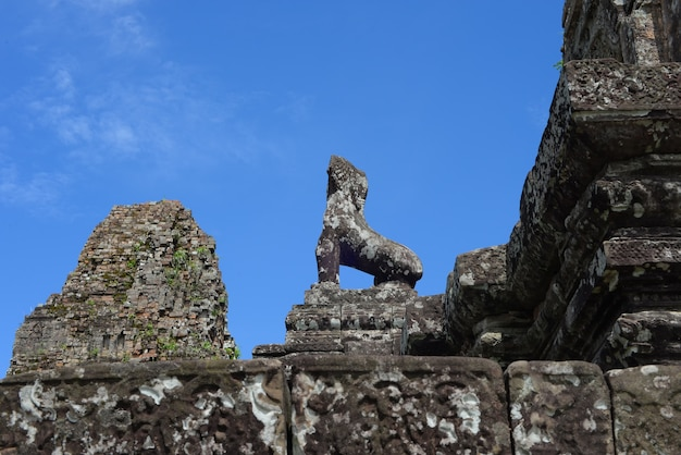 Escultura antiga de um animal