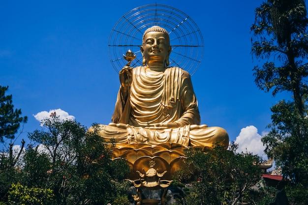 Escultura de buda no vietnã