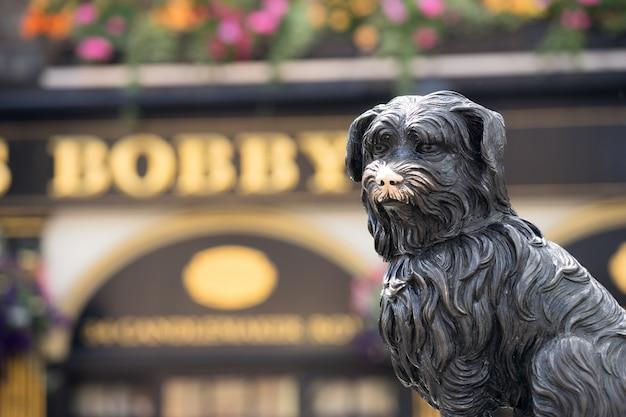 Escultura de greyfriars bobby, edimburgo, escócia