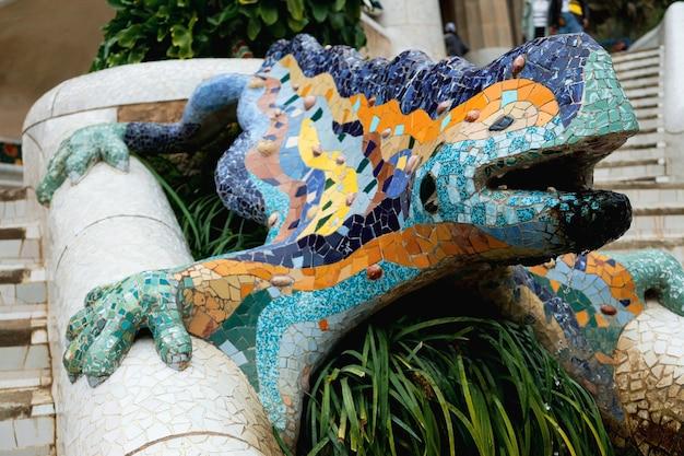 Escultura em mosaico famosa de salamandra