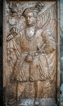 Escultura em relevo na catedral de santo estêvão em viena