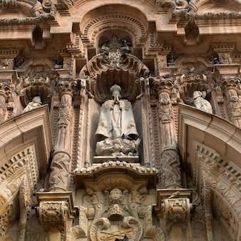 Escultura em um mosteiro de são francisco, centro histórico de lima, lima, peru