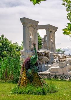 Esculturas de ervas no parque do castelo ravadinovo, bulgária