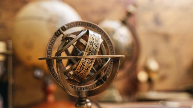 Esfera celestial, relógio de sol, signo do zodíaco