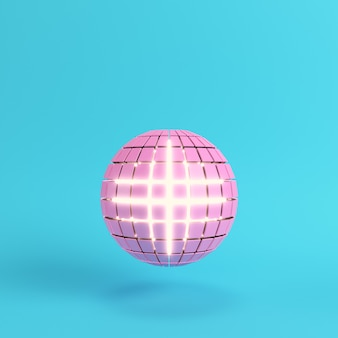 Esfera rosa segmentada abstrata brilhando dentro de um fundo azul brilhante em cores pastel