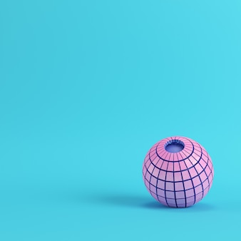 Esfera rosa segmentada abstrata em fundo azul brilhante