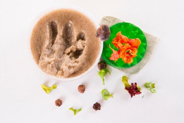 Esfoliante e sabão. cosméticos para cuidados com a pele