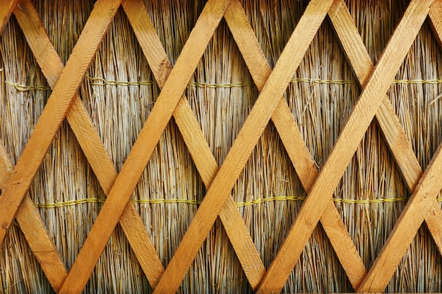 Esgrima de palha com divisórias longitudinais de madeira em estilo kuban