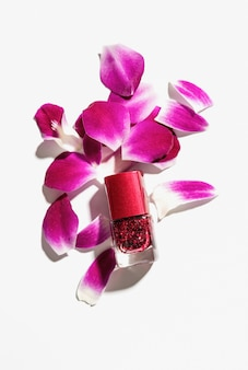 Esmalte de belas cores vermelhas