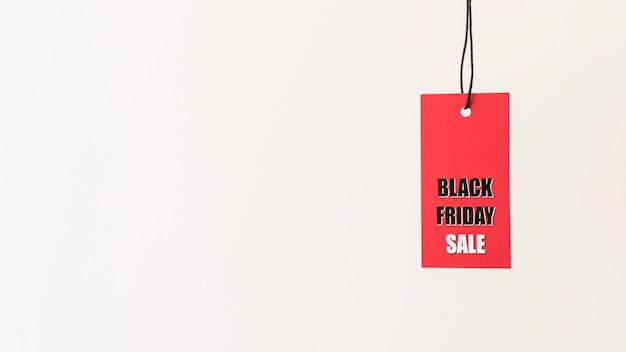 Espaço da cópia da etiqueta de venda na sexta-feira, preto e vermelho pendurado
