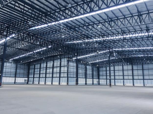 Espaço de armazém para armazenar uma ampla variedade de produtos para os clientes