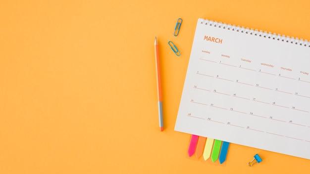 Espaço de cópia de calendário de papelaria plana