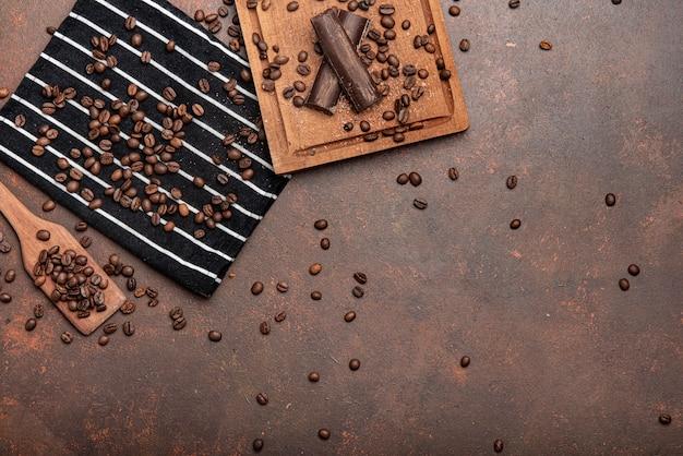 Espaço de cópia de grãos de café espalhados