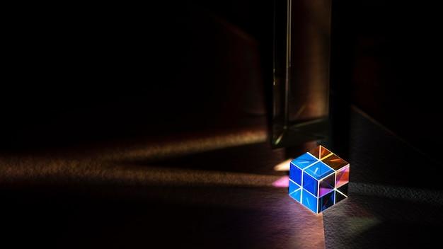 Espaço de cópia em prisma cúbico vívido