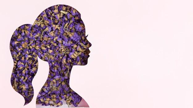 Espaço de cópia floral da forma do retrato feminino para o dia da mulher