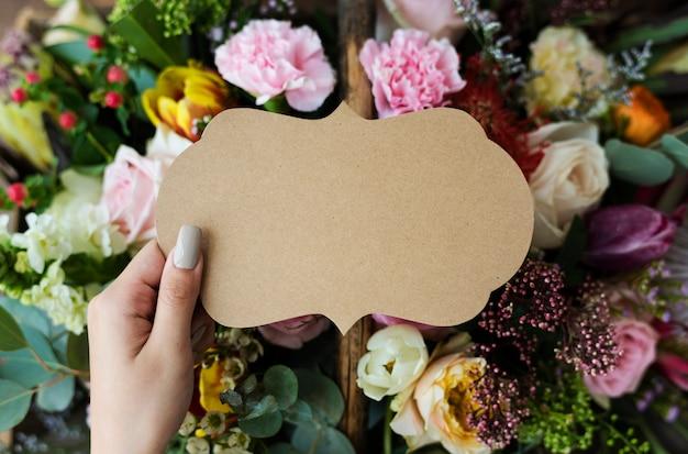 Espaço de design sobre buquê de flores