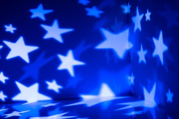 Espaço de luz estrelada azul nas paredes