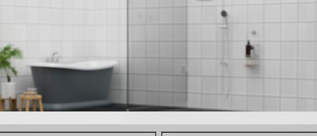 Espaço de maquete em bancada branca para montagem sobre banheiro moderno com banheira e área de chuveiro