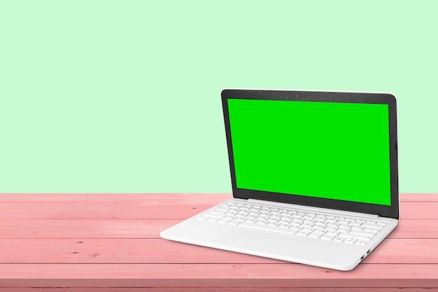 Espaço de trabalho com laptop moderno