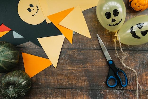 Espaço de trabalho de arte para preparação para o halloween