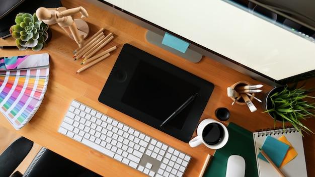 Espaço de trabalho de estúdio de design gráfico