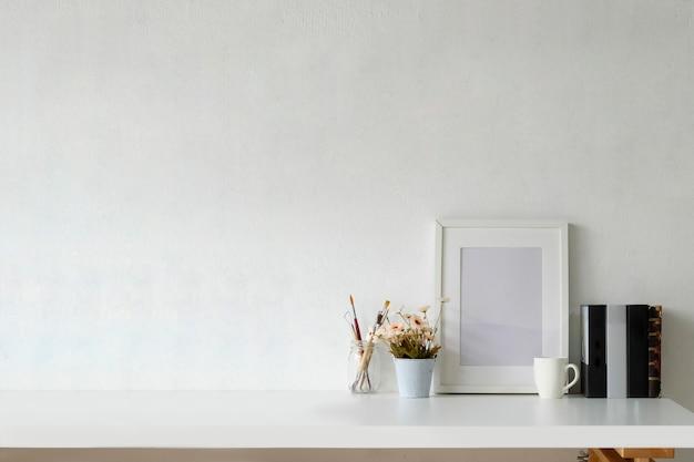 Espaço de trabalho de maquete com moldura branca e espaço de cópia.