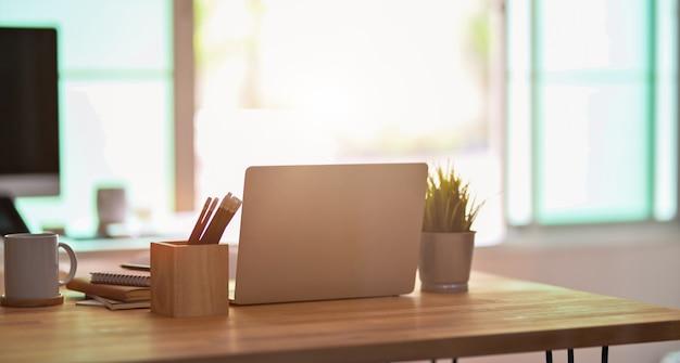 Espaço de trabalho do freelancer confortável