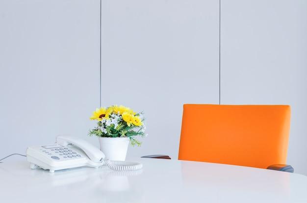 Espaço de trabalho em um escritório moderno