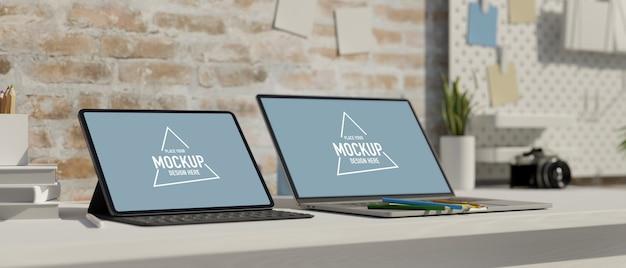 Espaço de trabalho moderno com tablet laptop na prateleira de mesa branca em parede de loft de tijolos ilustração 3d