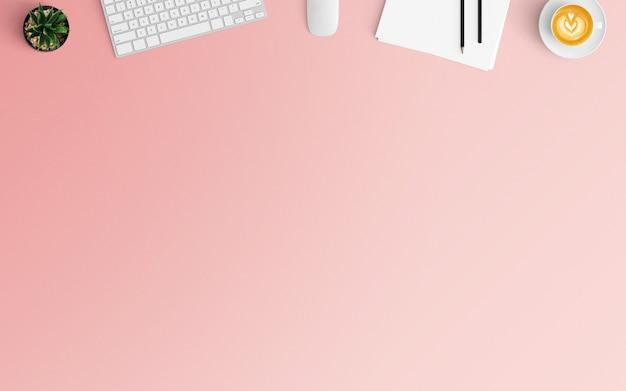 Espaço de trabalho moderno com xícara de café, papéis e teclado na cor rosa