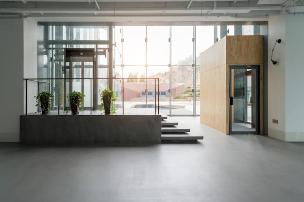 Espaço interior do edifício de escritórios