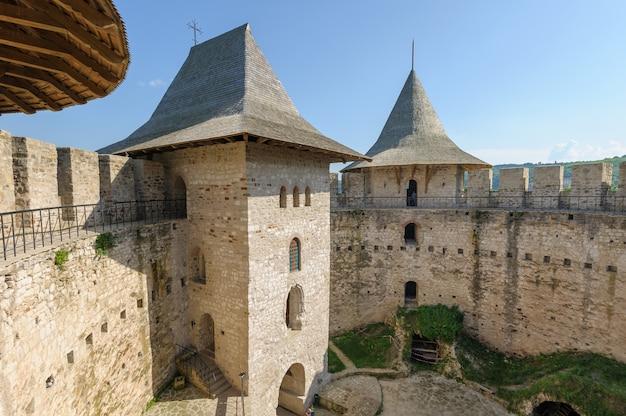 Espaço interno da fortaleza medieval em soroca, república da moldávia
