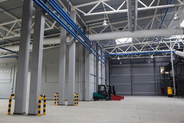 Espaço interno da planta de triagem de resíduos.