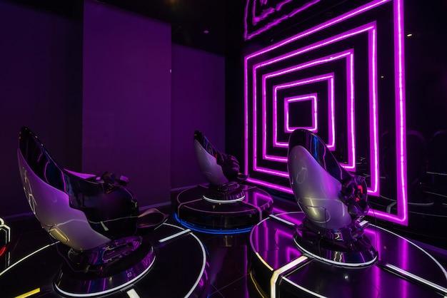 Espaço interno do salão de jogos de realidade virtual