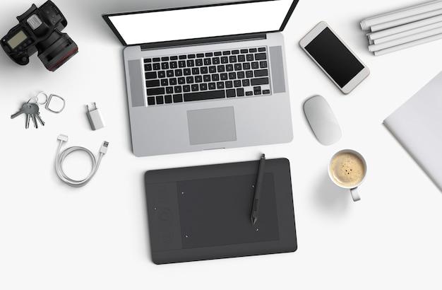Espaço mínimo de trabalho: laptop, câmera, café, câmera, caneta, lápis, caderno, papelaria para smartphone em fundo branco para espaço de cópia vista superior plana
