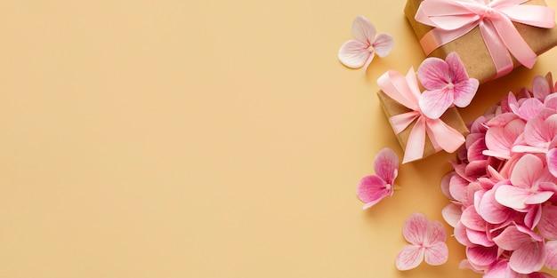 Espaço para cópia de conceito floral de casamento