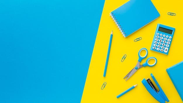 Espaço para copiar tesoura e grampeador