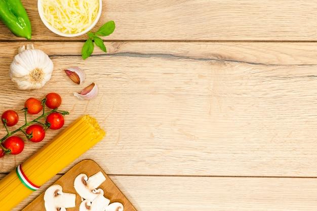 Espaguete com alho e cogumelos