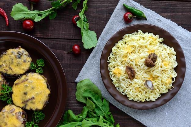 Espaguete com cogumelos porcini secos e parmesão